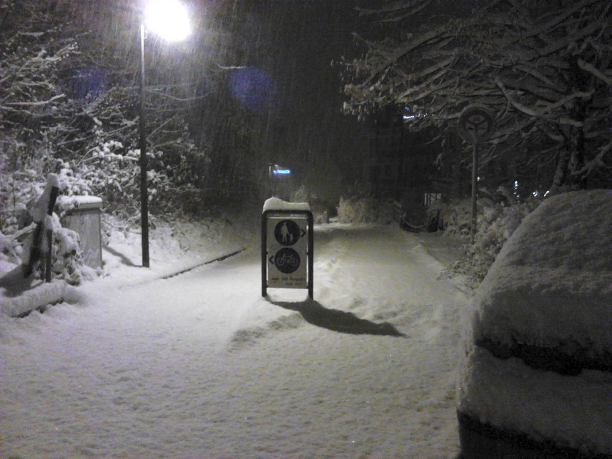 Schneetreiben am 07.12.2012 spätabends.