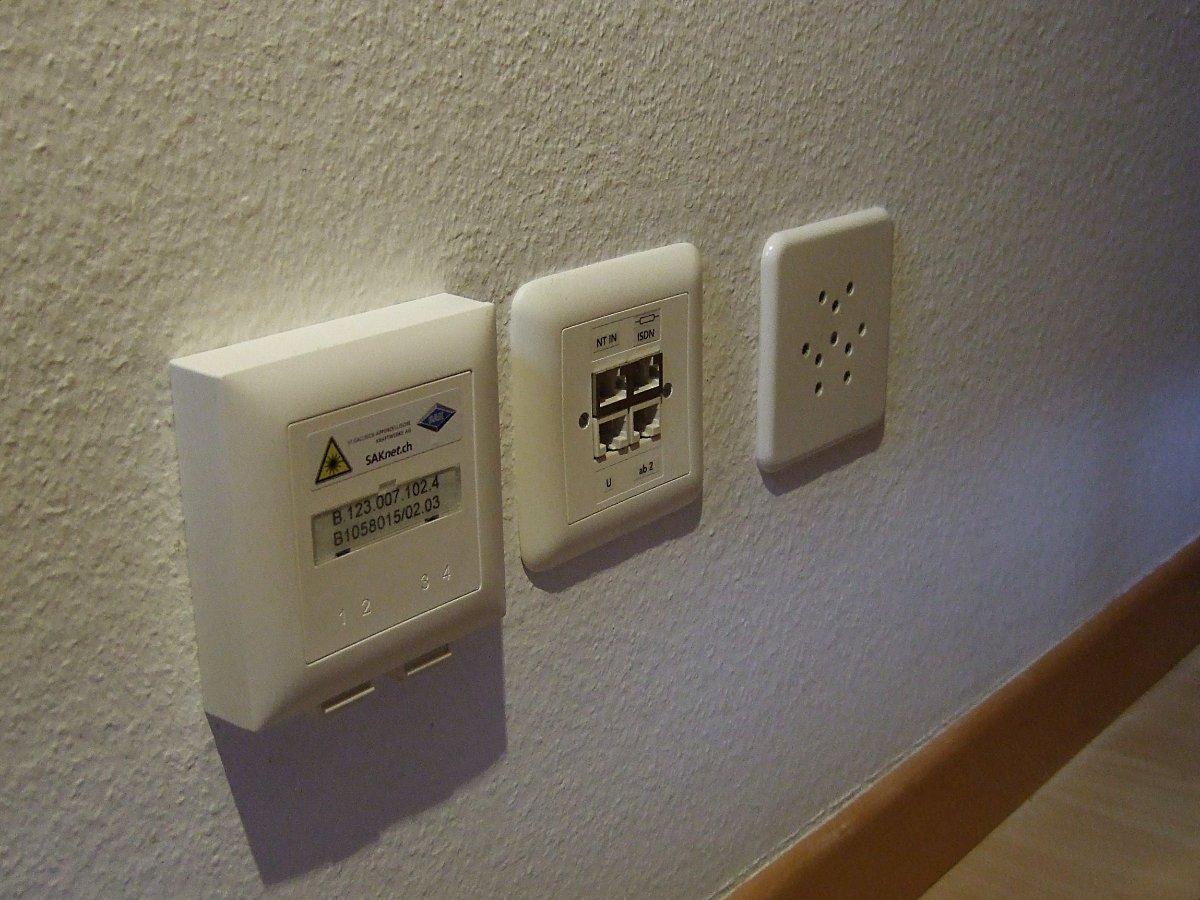 Grundversorgung (v.r.n.l.): Strom, Swisscom, Glasfaser