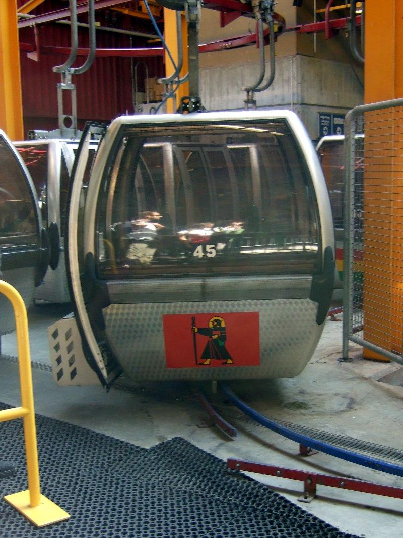 Gondel mit Glarus-Wappen aufwärts