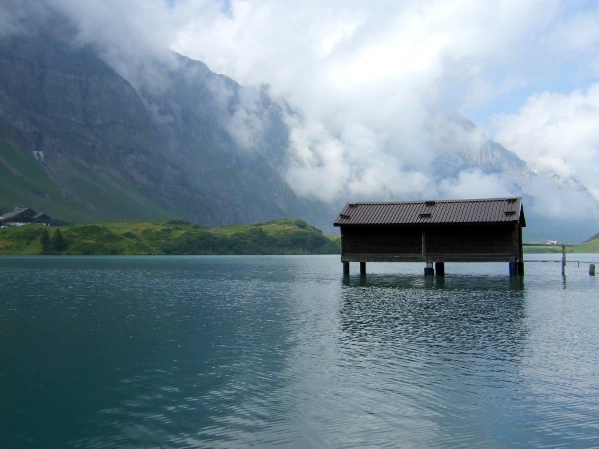 Trüebsee. Recht kaltes Wasser. Kanton NW.