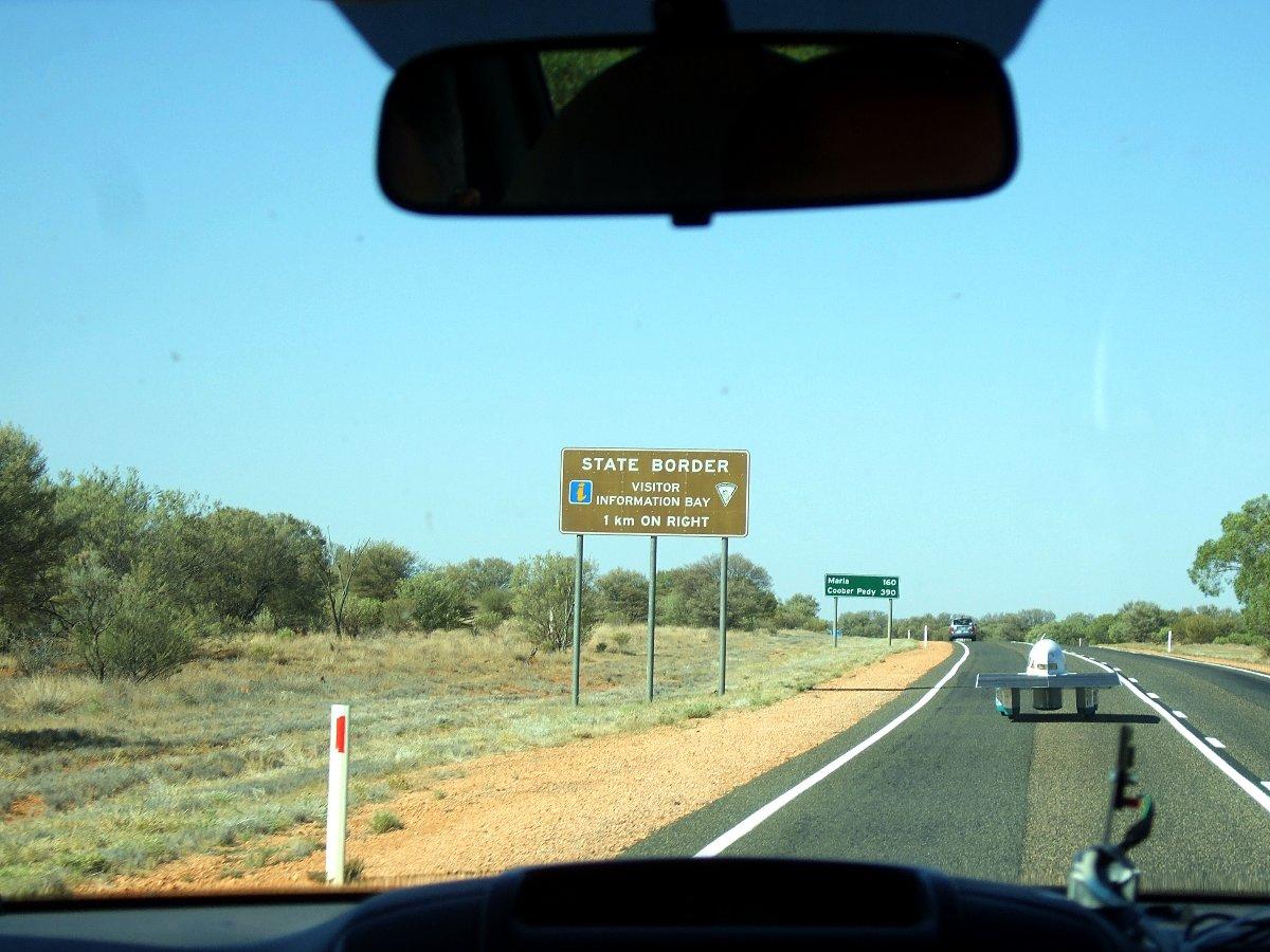 Übergang vom Northern Territory zu South Australia. Zwei Drittel geschafft.