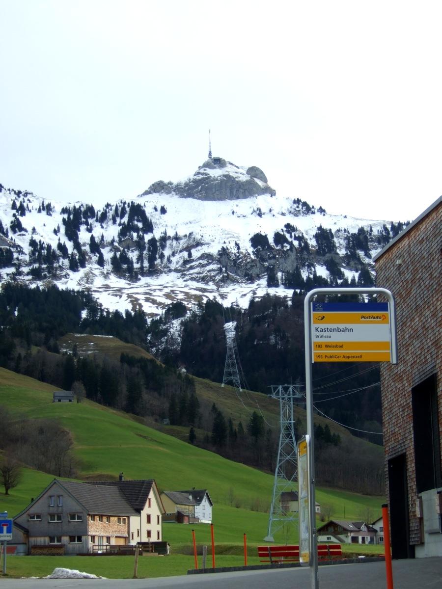 Endstation vom Postauto entspricht der Bergstation der Seilbahn.