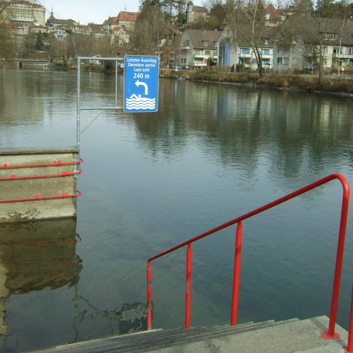 So ein Flussbad im Fliessgewässer hat Stil. Es waren sogar Schwimmer heut draussen.