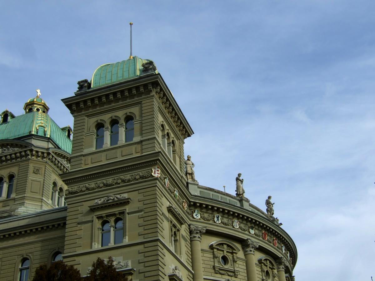 Schöne Wappenverteilung am Bundeshaus.