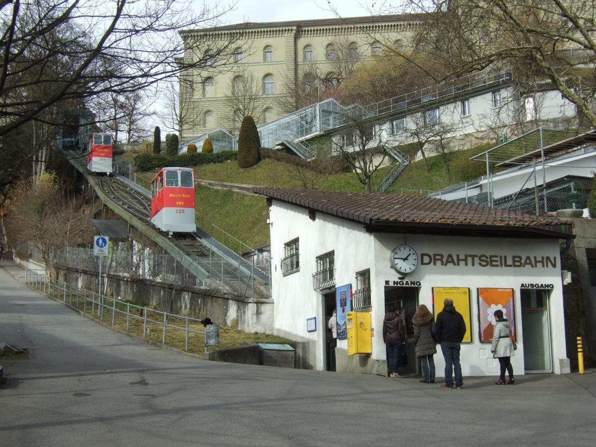 Drahtseilbahn unterhalb vom Bundeshaus mit 31m Höhendifferenz.