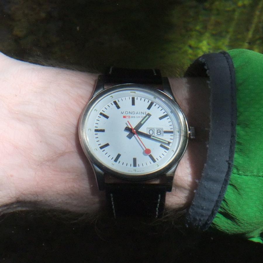 Uhrenvergleich, Arm unter Wasser