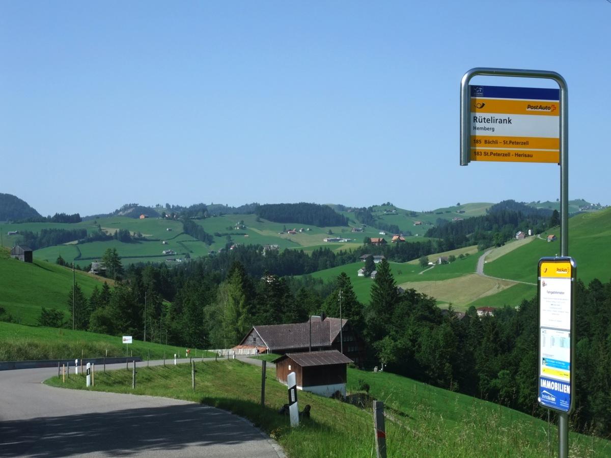 Da fuhr dann das Postauto, mit mehrfach abgespieltem Postautodreiklanghorn
