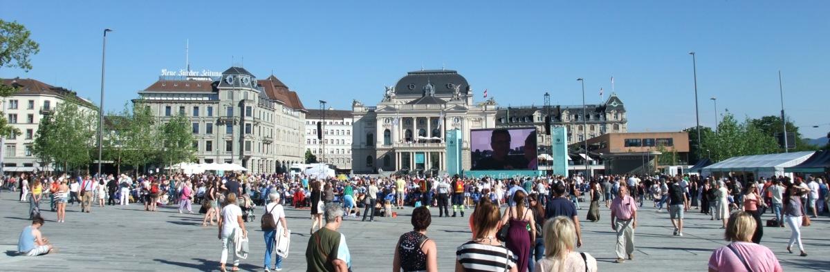 Rigoletto auf dem Sechseläutenplatz, noch vor dem Anpfiff.