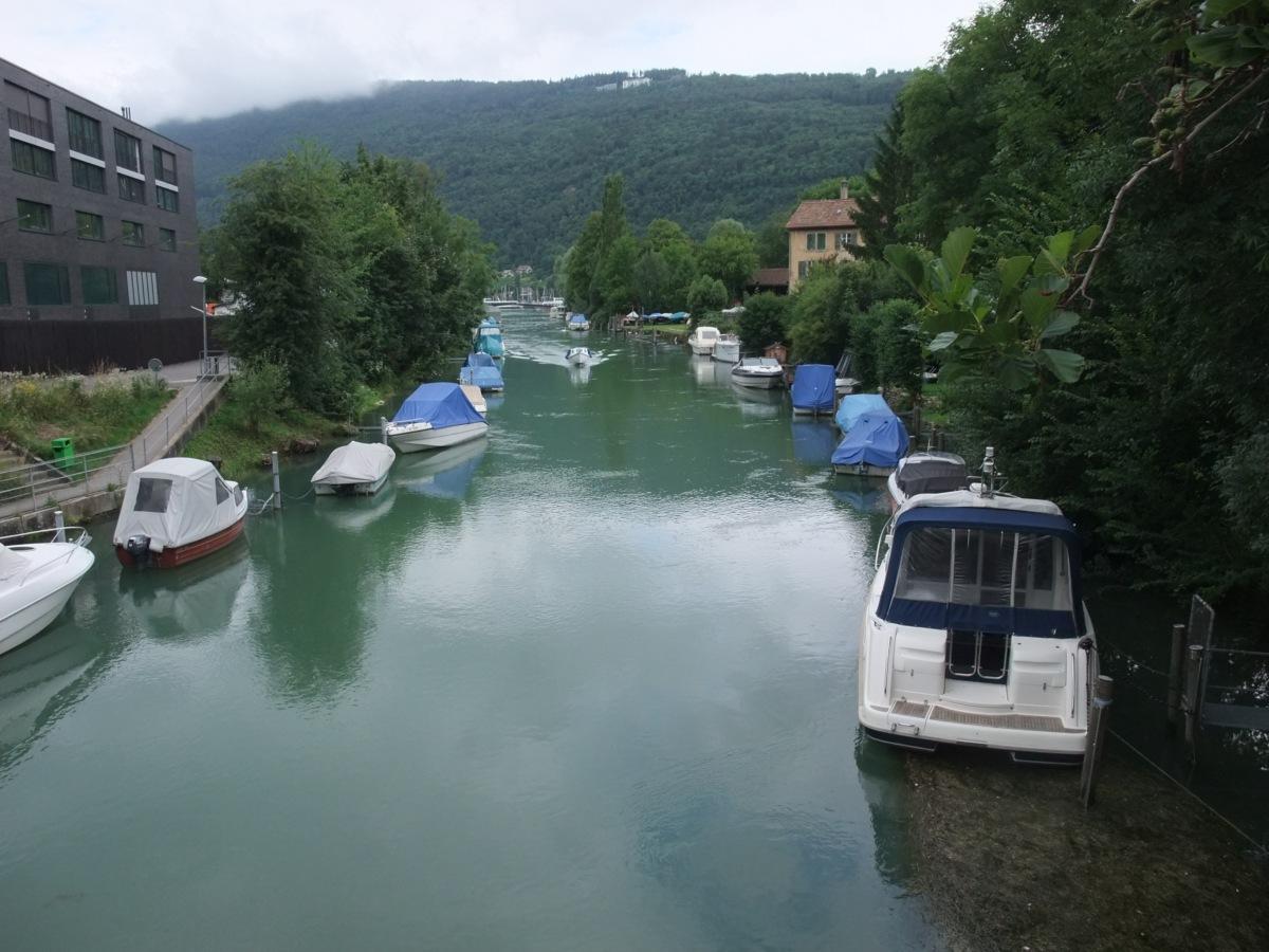 Die Zihl als zweiter Abfluss des Bielersees.