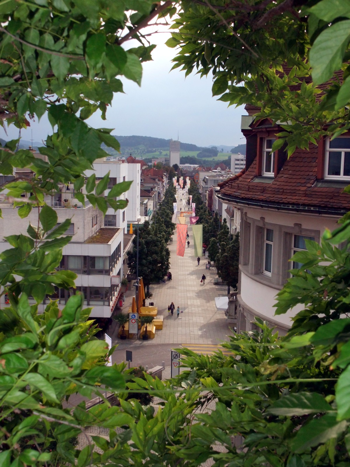 Obere Bahnhofstrasse mit grünem Rahmen.