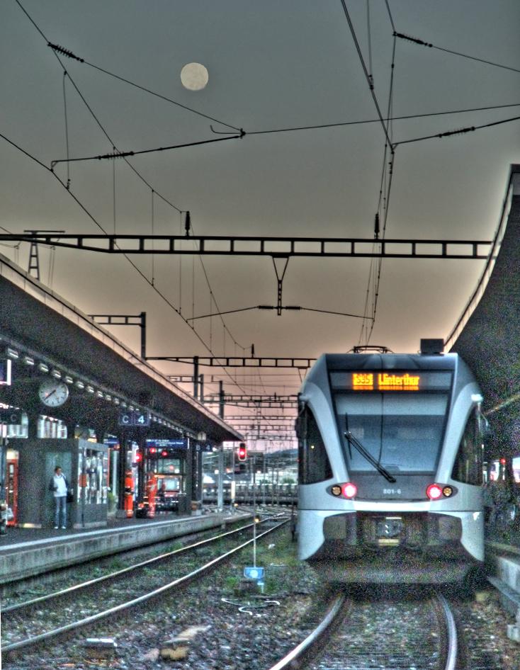 Die S35 nach Winterthur, die drei Minuten nach meinem IC abfährt. HDR-Bild.