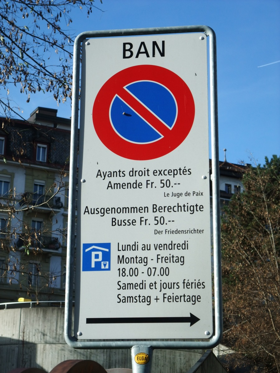 Die Strassenschilder bekommen zweisprachig einfach länglichere Formate.