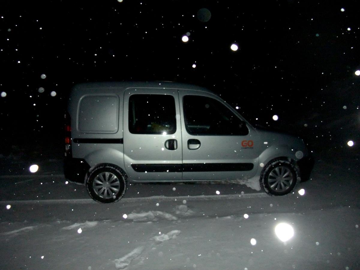 Der Renault Kangoo Automatik im Schneetreiben.