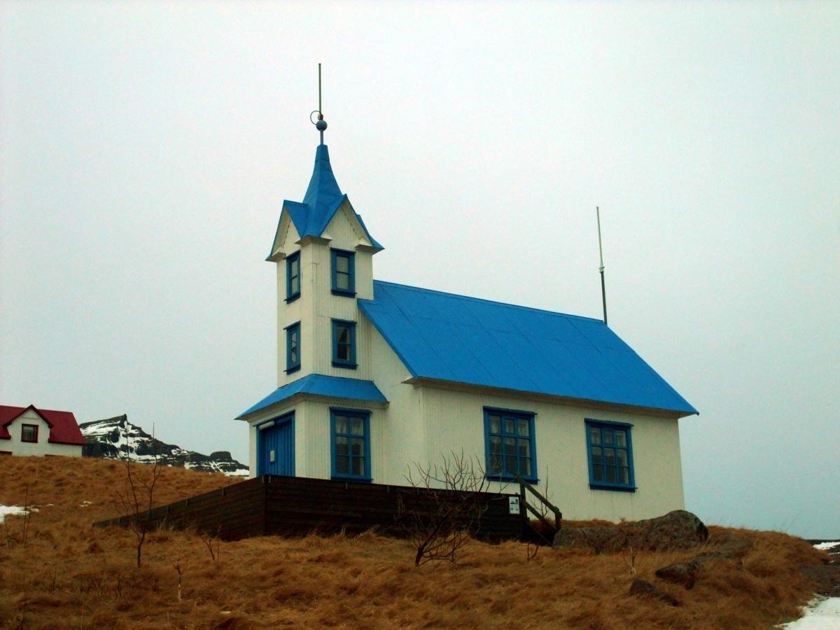 Eine blaue Kirche. Wenn Blaukreuz kein Kampfstoff wäre, böte sich hier ein Wortwitz an.