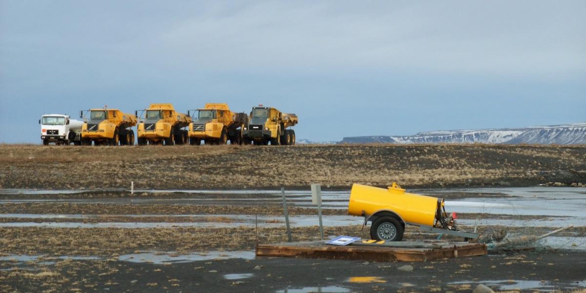 Baumaschinen am Polarkreis.