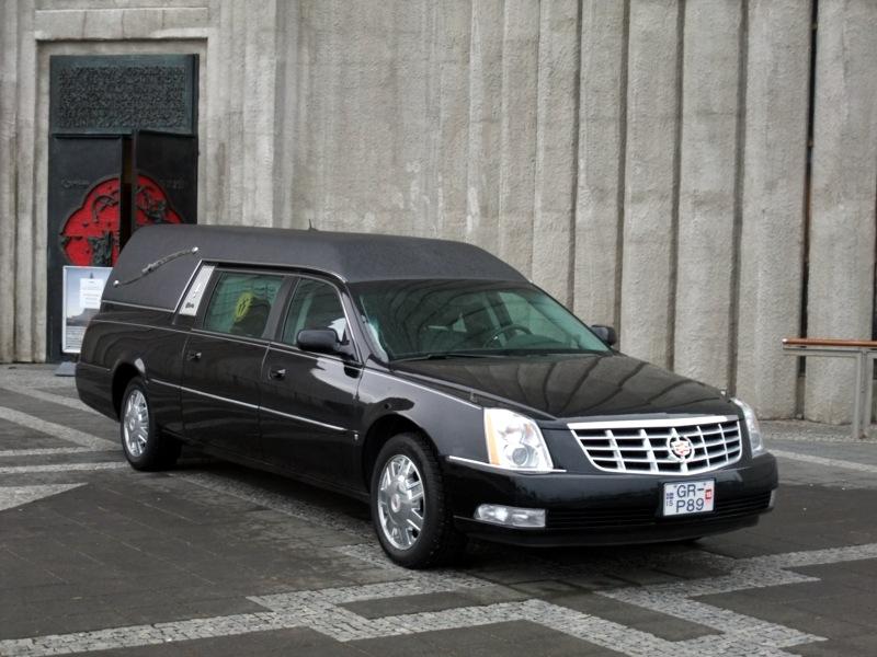 Neues Auto für den Aarauer Bestatter mit meinen Initialen drauf.