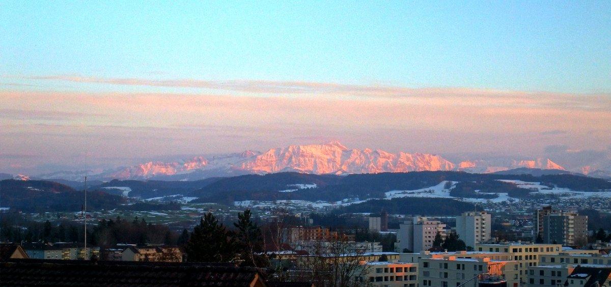 Sowas nennt man wohl Alpenglühen.