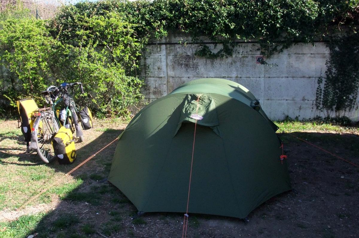 Velo, Zelt und zufällig (?) die beste Stellplatznummer.