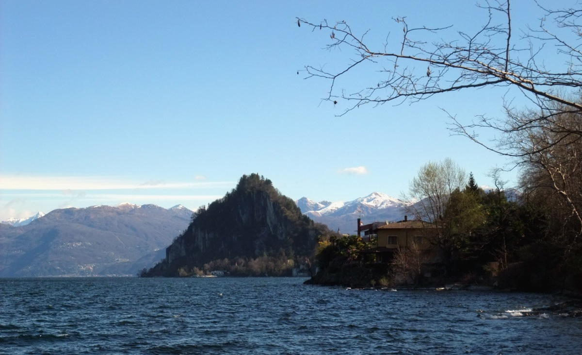 Rückblick aufs Ostufer des Lago Maggiore.
