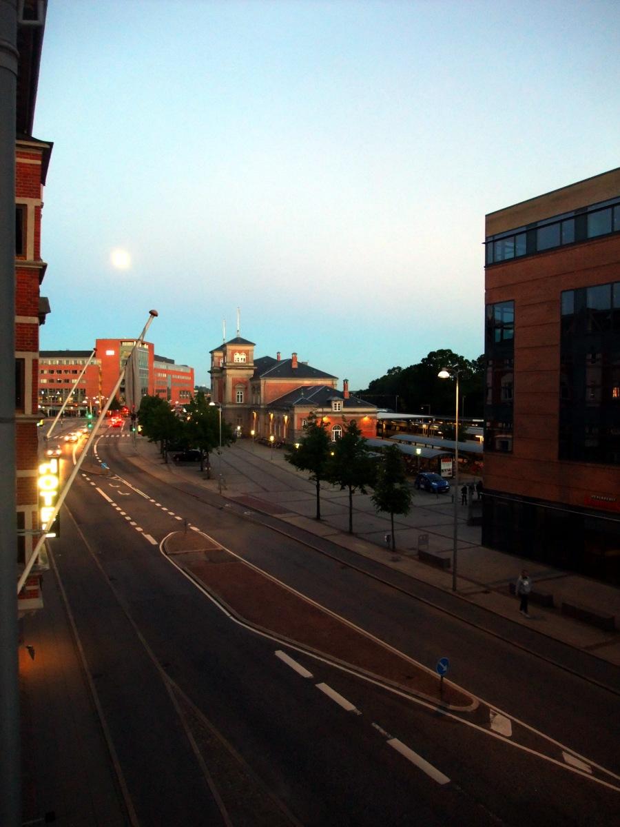 Aalborg, Bahnhof, kurz vor 23 Uhr.