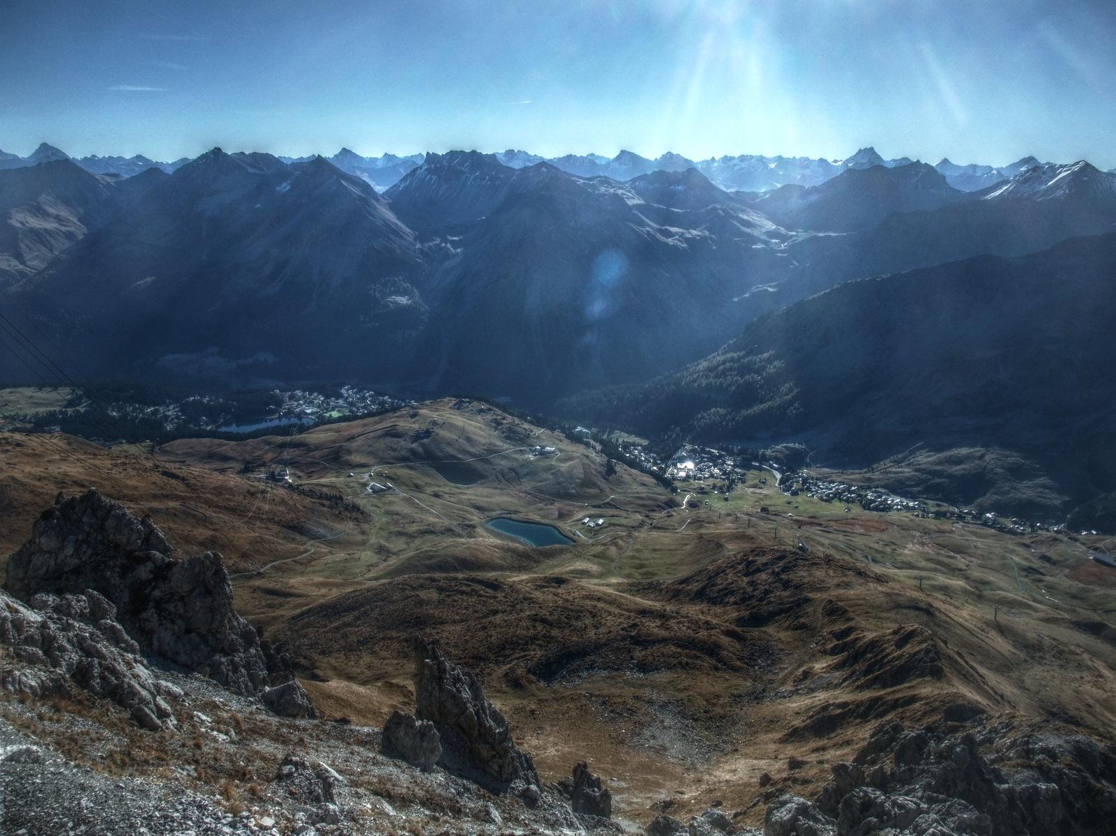 Arosa auf etwa 1'800m und tausende Gipfel drumherum.