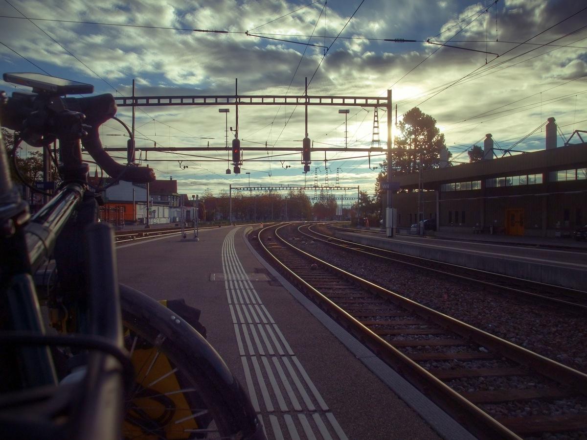 Abfahrt morgens in Wil am Bahnhof.