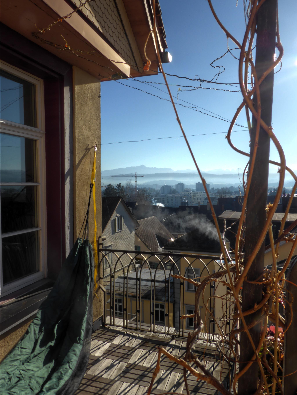 Balkonaussicht mit Hängematte am 20.12.2015, 11°C, Sonne.