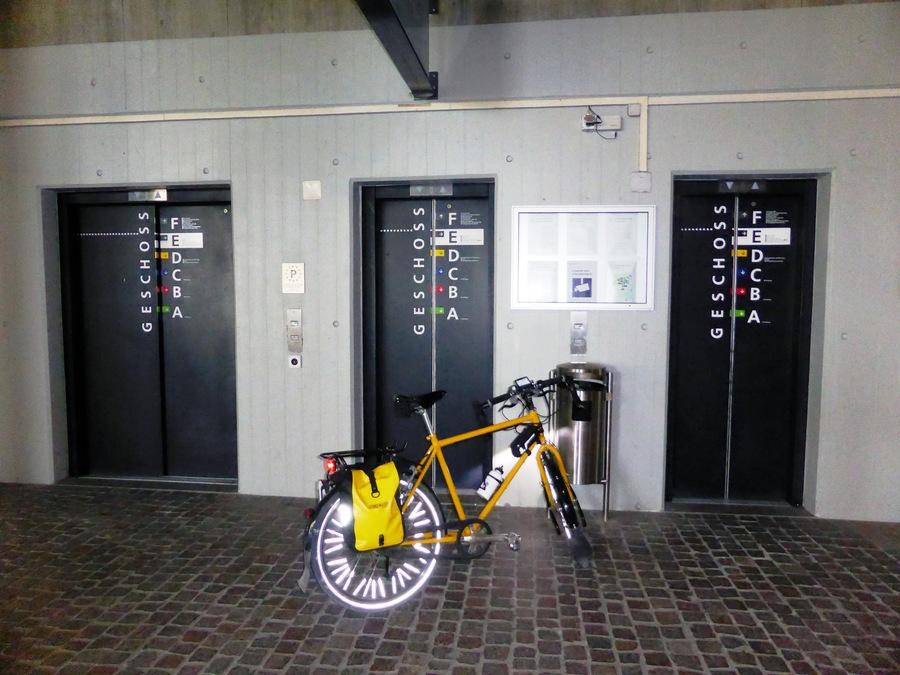 Spontan benutzter Lift an der Uni Irchel.