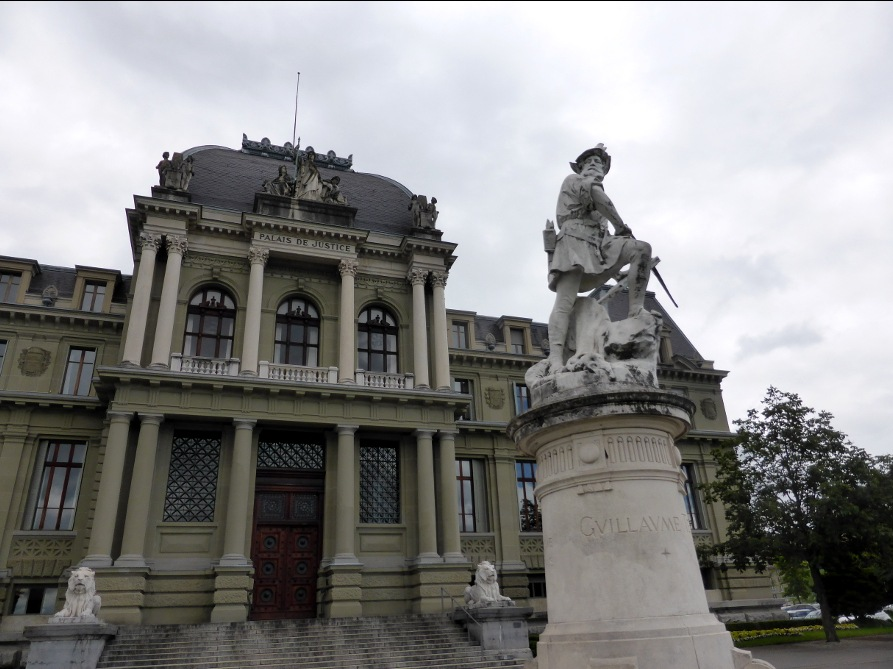 Palais de Justice mit Guillaume/Wilhelm Tell davor.