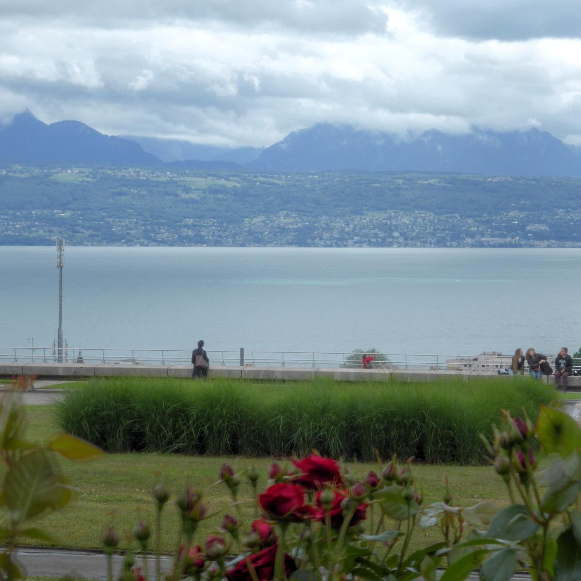 Wolken, Berge, See, Grünzeug (v.o.n.u.)