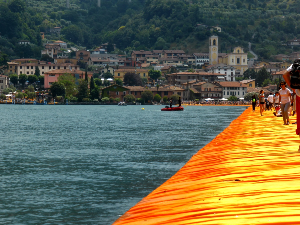 Floating People am Lago Iseo
