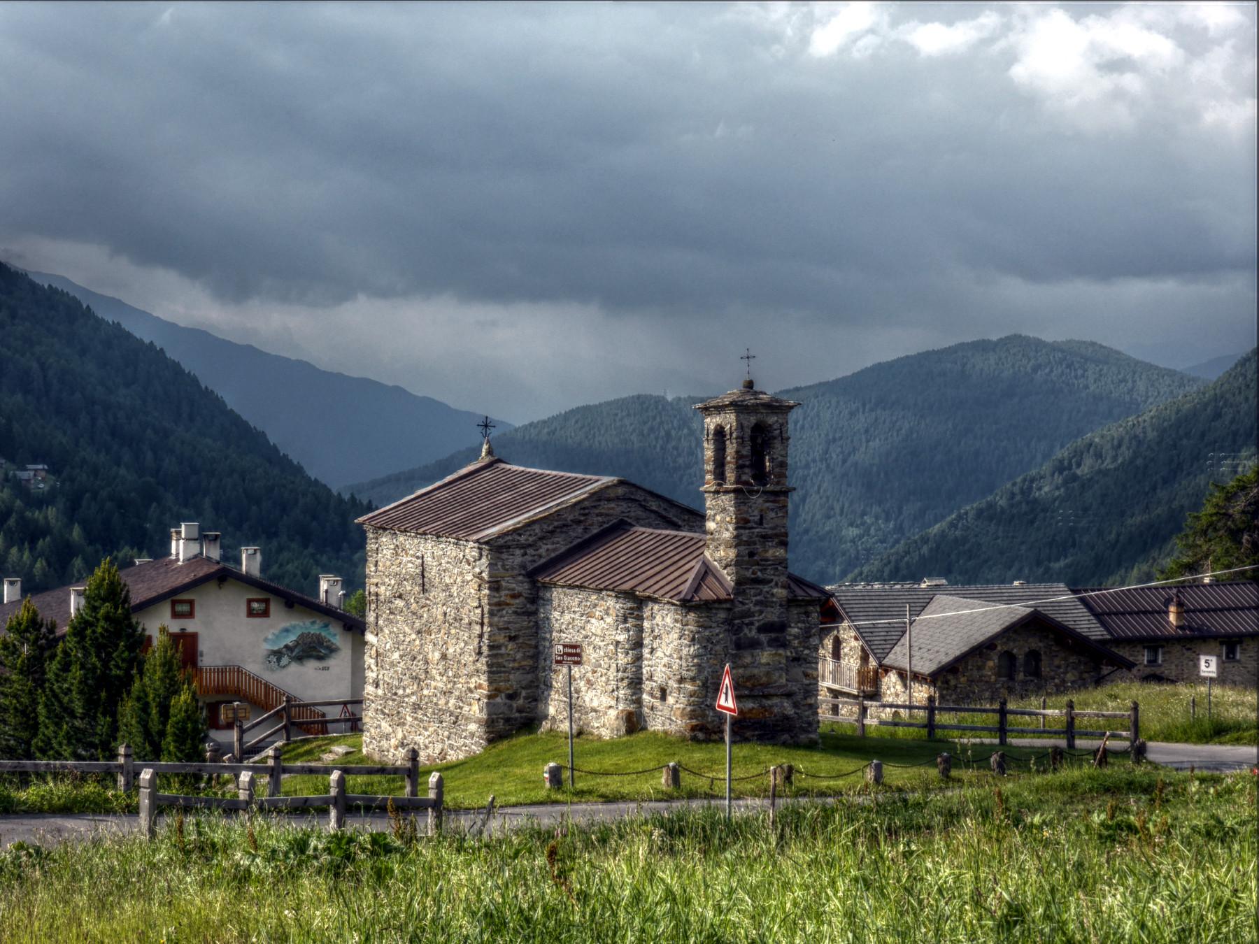 Chiesa di San Giacomo, aufziehendes Unwetter.