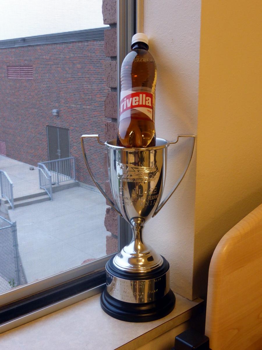 Der Pokal mit adäquater Befüllung.