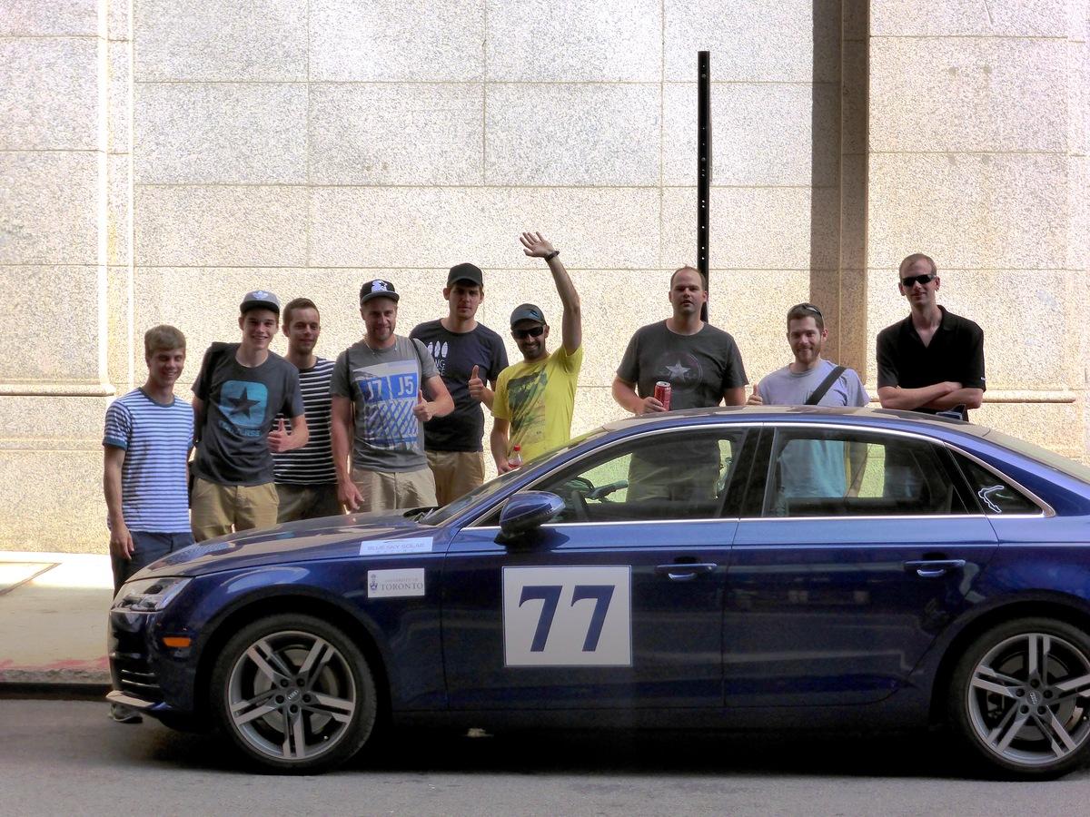Unser ärgster Rivale, das Team Toronto, hat direkt bei uns am Hotel parkiert.